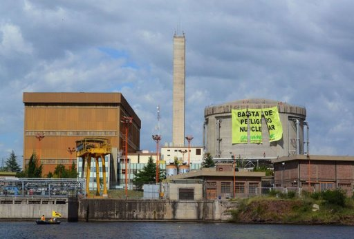 Greenpeace protests at Argentina nuclear plant