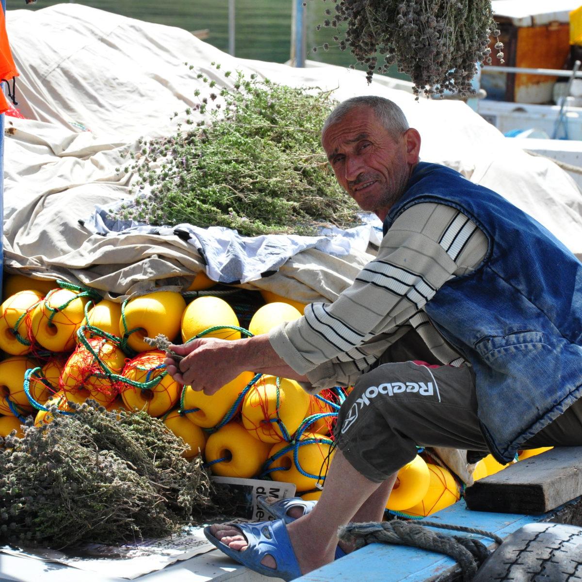 Pêcheur avec un filet maillant dérivant. Datça, Turquie. Crédit photo : Oceana Europe - Maria Jose Cornax