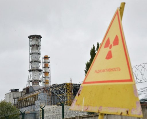 A radioactive sign near a shelter and containment area at Chernobyl's old nuclear power plant is seen on August 25, 2013 © AFP/File Genya Savilov
