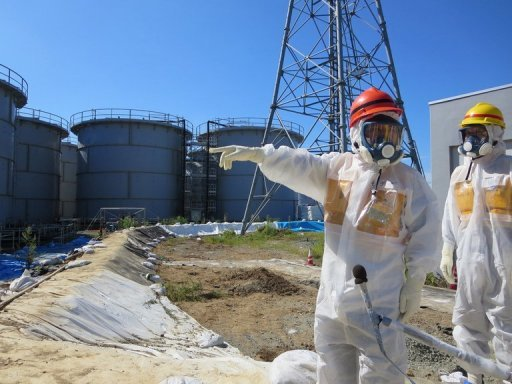 Picture taken by Tokyo Electric Power Co. on August 26, 2013 and received on September 1, 2013 shows Japan's Economy, Trade and Industry Minister Toshimitsu Motegi (2R) inspecting water tanks at TEPCO's Fukushima Dai-ichi nuclear power plant. Tokyo on Tuesday unveiled a half-billion dollar plan to stem radioactive water leaks at Fukushima, creating a wall of ice underneath the stricken plant. © TEPCO/AFP/File