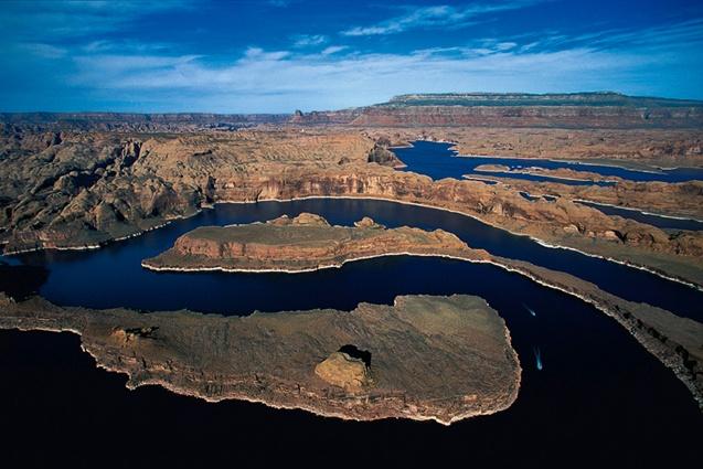 San Juan River Arm, partie ouest, Lake Powell, Utah, États-Unis (37°25' N - 110°45' O). © Yann Arthus Bertrand / Altitude.