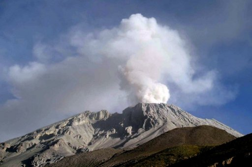 The Ubinas volcano in Moquegua, some 1000 km south of Lima, on April 20, 2006. © Defensa Civil/AFP/File