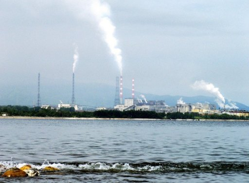 A view of the Baikalsk Pulp and Paper Mill, on the shores of Russia's Lake Baikal, taken on August 11, 2003. The polluting paper mill on the shores of the world's deepest freshwater lake, has shut and will be firing almost 800 workers this week, employees and management said. © AFP/File -
