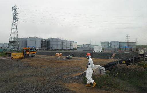 A construction worker walks near water tanks at the Fukushima nuclear plant in Fukushima prefecture, Japan on June 12, 2013 © Pool/AFP/File Toshifumi Kitamura