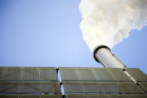 La cheminée d'une usine d'incinération à Ivry-sur-Seine, près de Paris © AFP/Archives Lionel Bonaventure