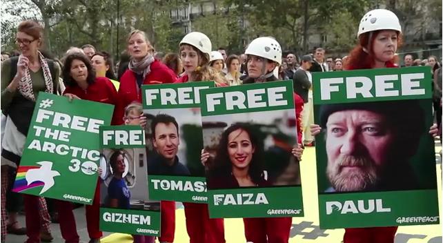 Manifestations pour libérer les activistes de Greenpeace retenus en Russie. © GreenpeaceVideo.