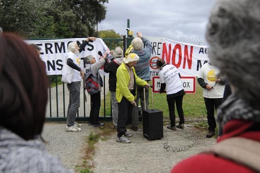 Plusieurs dizaines de manifestants anti-OGM ont sillonné en bus le midi toulousain samedi depuis les abords de Montauban jusqu'à  la banlieue de Carcassonne pour dénoncer les pratiques du géant des semenciers industriels l'Américain Monsanto et ses semblables. © AFP Pascal Pavani