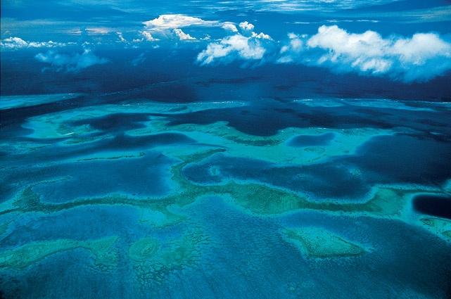Récifs coralliens de Neuika, Nouvelle-Calédonie, France (22°23' S – 167°06' E). © Yann Arthus Bertrand / Altitude