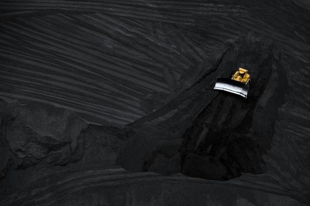 Mine de charbon à ciel ouvert, Arizona, Etats-Unis (32°21' N - 111°12' O). Les mines de charbon sont en partie reponsable des émissions globale de méthane, puissant gaz à effetr de serre. © Yann Arthus-Bertrand/Altitude.