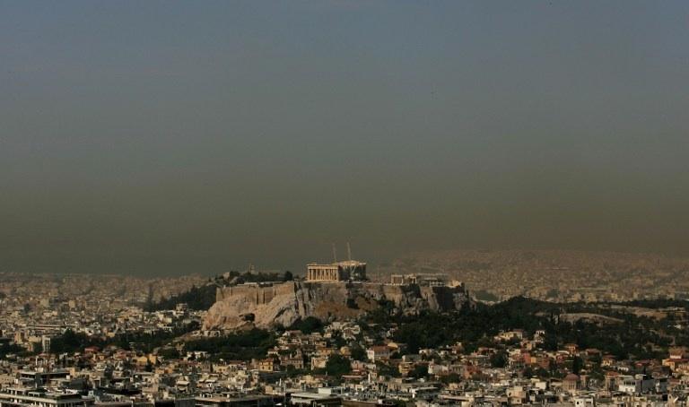 Athènes, Grèce : un épais nuage de pollution recouvre la ville d'Athènes. © AFP PHOTO/Louisa Gouliamaki