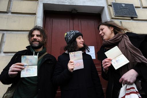 Greenpeace activist departs Russia