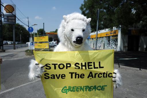 Huit militants de Greenpeace ont été interpellés mardi à Genève alors qu'ils protestaient contre les forages pétroliers imminents de Gazprom dans l'Arctique devant et à l'intérieur de l'hôtel abritant la conférence Global Energy 2013, principalement sponsorisé par le groupe industriel russe, a annoncé la police locale. © AFP/Archives Attila Kisbenedek