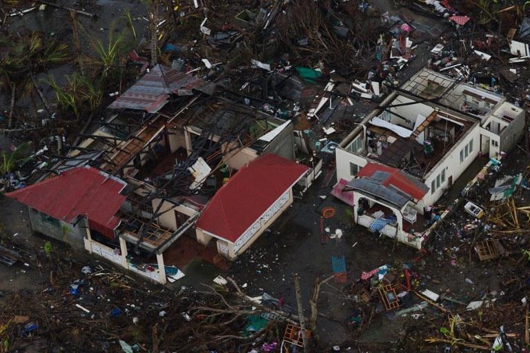 Tacloban, Philippines: une vue aérienne des dégâts causés pas le typhon Haiyan en novembre 2013. © AFP PHOTO/ Nicolas ASFOURI