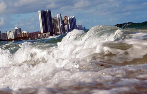 Vue prise le 14 mars 2009 d'immeubles de Miami-Dade, aux Etats-Unis, une des villes qui pourrait être parmi les plus affectées par la montée du niveau des mers due au réchauffement climatique © Getty/AFP/Archives Joe Raedle