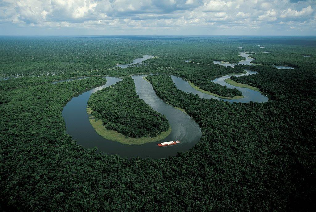 Méandres du fleuve Amazone autour de Manaus, Brésil (3°10' S - 60°00' O) © Yann Arthus-Bertrand