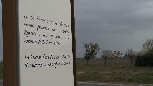 Pierre commémorative en souvenir des victimes de la tempête Xynthia, à la Faute-sur-Mer © AFP
