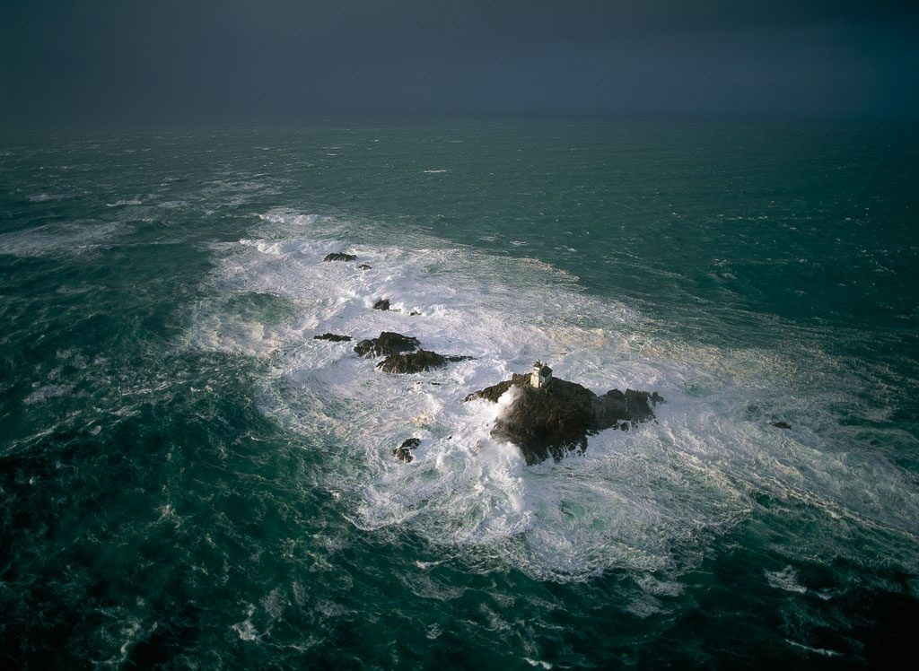 Phare de Tévennec, Finistere, France (48°04' N - 4°47' O) © Yann Artthus-Bertrand / Altitude Photo