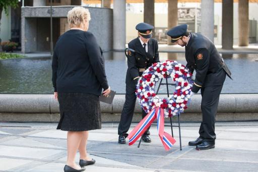 Le Premier ministre norvégien Erna Solberg participe à une commémoration des attaques d'Anders Behring Breivik, devant un bâtiment officiel à Oslo, le 22 juillet 2015 © NTB SCANPIX/AFP Audun Braastad
