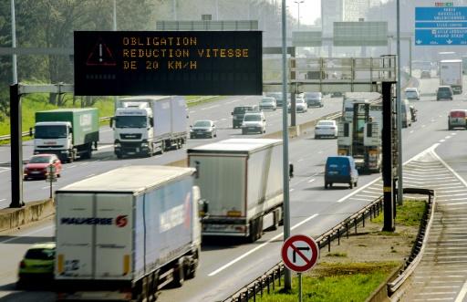 La vitesse autorisée est réduite de 20 km/h pour lutter contre la pollution de l'air sur le périphérique de Lille le 10 avril 2015 © AFP/Archives Philippe Huguen