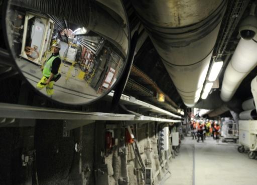 Des employés parcourent, le 4 février 2013, un tunnel du laboratoire de Bure (Meuse), où l'Andra mène le projet Cigéo de stockage en profondeur des déchets radioactifs © AFP/Archives Jean-Christophe Verhaegen
