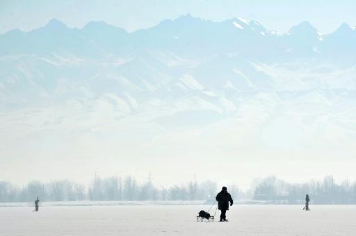 Un lac gelé devant le massif du Tien Shan, près de Bichkek, le 18 janvier 2013 © AFP/Archives Vyacheslav Oseledko
