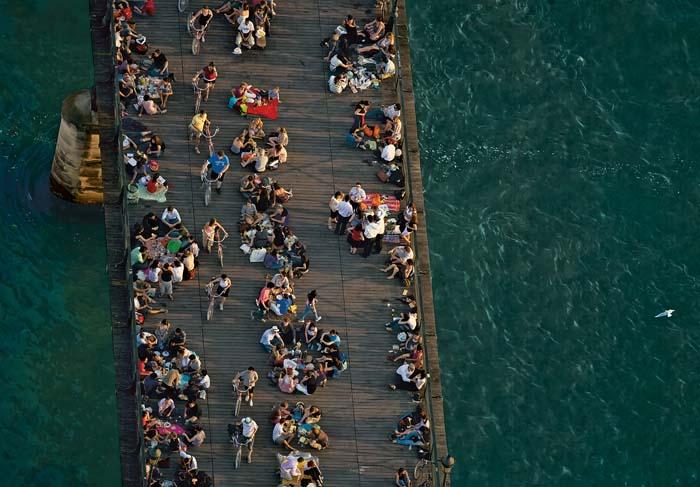 Le Pont des Arts, Paris, France. La capitale française compte, elle aussi, quelques initiatives de « transition ». (48°51' N - 2°21' E) © Yann Arthus-Bertrand Altitude / Photo