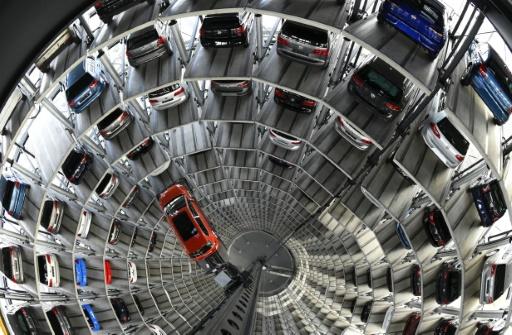 Selon l'agence, ces véhicules, qui incluent également des modèles Audi, comportaient un logiciel activant un dispositif de réduction des émissions de C02 seulement au moment où des tests anti-pollution étaient menés sur ces voitures par les autorités © AFP/Archives Tobias Schwarz