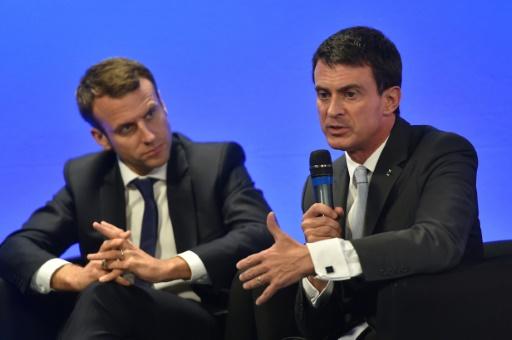 Le Premier ministre Manuel Valls (d) et le ministre des Finances Emmanuel Macron, lors d'un comité interministériel de la Mer à Boulogne-Sur-Mer le 22 octobre 2015 © AFP PHILIPPE HUGUEN