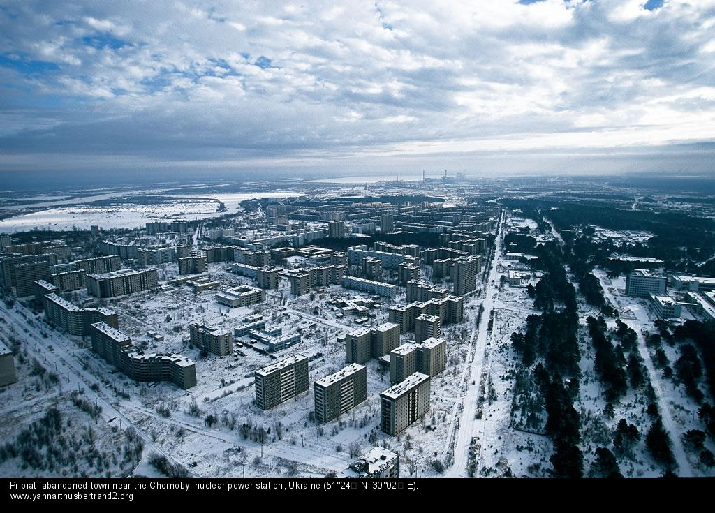 Pripiat, ville abandonnée près de la centrale nucléaire de Tchernobyl, Ukraine (51°24' N - 30°02' E). © Yann Arthus-Bertrand