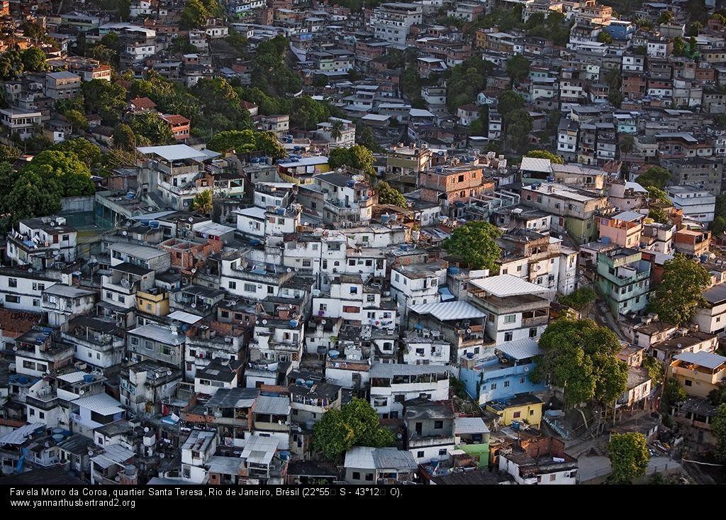 Favela Morro da Coroa, quartier Santa Teresa, Rio de Janeiro, Brésil (22°55' S - 43°12' O) ©Yann Arthus-Bertrand