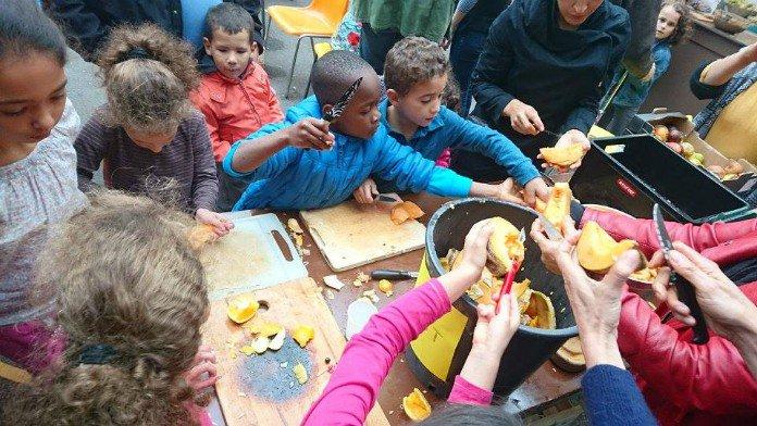À Montreuil, une cuisine mobile pour apprendre aux enfants à cuisiner bio -  GoodPlanet mag'
