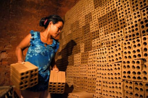 cambodge refugie s climatiques esclaves modernes briques