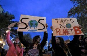 Des manifestants pour le climat à Santiago le 24 mai 2019 © AFP/Archives Martin BERNETTI