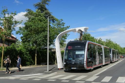 Un bus électrique arrive à son terminus à Amiens, le 27 mai 2019 © AFP Jean LIOU