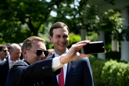 Jared Kushner, gendre et conseiller du président américain Donald Trump, participe cette année aux réunions du club Bilderberg, avec le PDG du groupe français Total, Patrick Pouyanné, et le patron de la banque Credit Suisse Tidjane Thiam © AFP/Archives Brendan Smialowski