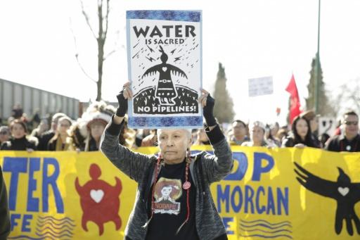 Manifestation contre le projet d'agrandissement de l'oléoduc Trans Mountain, à Burnaby (Colombie-Britannique), le 10 mars 2018 © AFP Jason Redmond