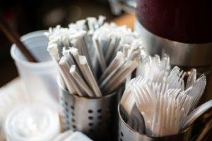 Les commerces de Washington distribuant encore des pailles en plastique après le 1er juillet s'exposeront à des amendes © AFP Eric BARADAT