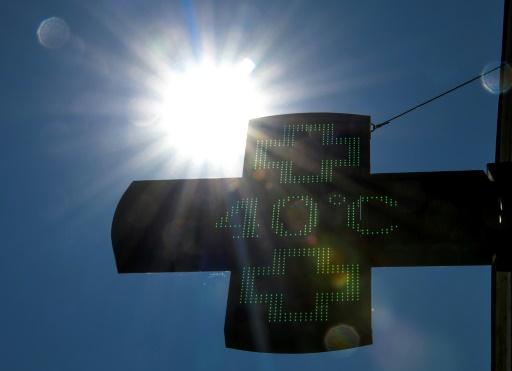 Le thermomètre va s'affoler sur l'Hexagone à partir de lundi: Météo-France prévoit des températures très élevées, jusqu'à 40°C © AFP/Archives DENIS CHARLET