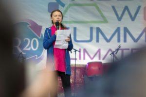 La militante suédoise pour le climat Greta Thunberg, 16 ans, intervenant devant 1.200 décideurs et chercheurs lors d'une conférence sur le climat à Vienne, le 28 mai 2019. Amnesty international lui a attribé pour son action son prix le plus prestigieux © AFP ALEX HALADA