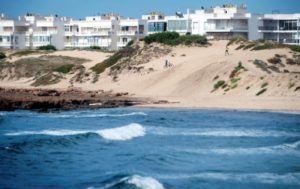 Photographiée le 22 mai 2019, la plage de Mohammedia, près de Casablanca dans l'ouest du Maroc, est menacée par les extractions illégales de sable, dénoncées par des militants écologistes © AFP FADEL SENNA
