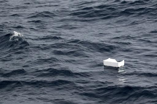 Un déchet en plastique flottant dans la mer Méditerranée au large des côtes françaises, le 11 juin 2018. © AFP VALERY HACHE