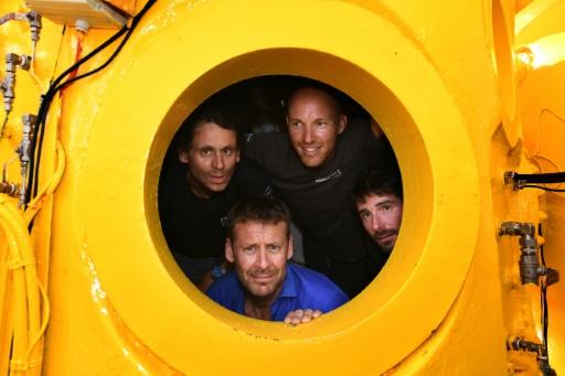 Laurent Ballesta (en bas) et ses trois coéquipiers dans leur caisson pressurisé, le 28 juin 2019 à Marseille © AFP/Archives Boris HORVAT