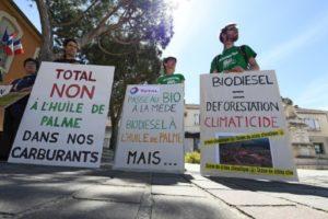Rassemblement de défenseurs de l'environnement contre la bioraffinerie de La Mède, le 14 avril 2017, à Chateauneuf-les-Martigues, dans les Bouches-du-Rhône © AFP/Archives ANNE-CHRISTINE POUJOULAT