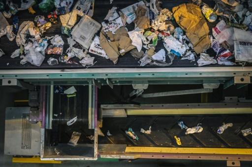 Dans un centre de tri de déchets à Paris, le 6 juin 2019 © AFP Lucas Barioulet