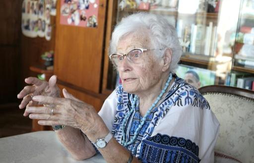 Lisel Heise, 100 ans, élue locale de la petite ville allemande de Kirchheimbolanden, répond chez elle aux questions d'une journaliste, le 4 juillet 2019. © AFP Daniel ROLAND