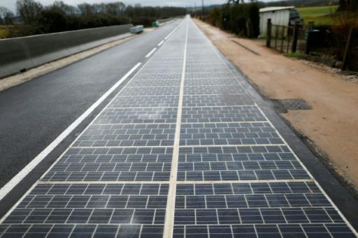 La première route solaire du monde, le 22 décembre 2016 à Tourouver, dans l'Orne © AFP/Archives CHARLY TRIBALLEAU