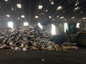 Les Etats-Unis sont le pays produisant le plus de déchets ménagers par habitant au monde parmi les pays développés, sans avoir les capacités de tri nécessaires pour les absorber © AFP/Archives Ivan Couronne