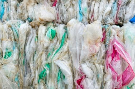 Piles de plastiques dans une entreprise de recyclage à Montbrison, en avril 2019 © AFP/Archives Thierry Zoccolan