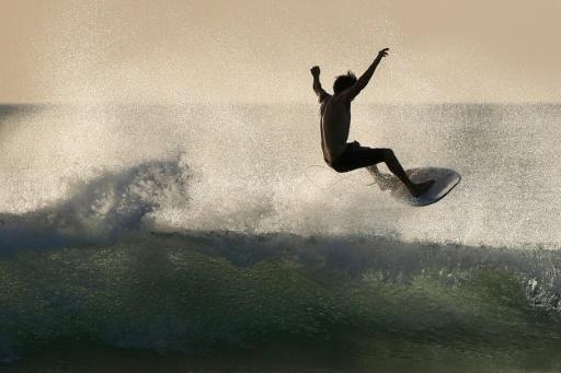 """Un projet de surf park à Saint-Père-en-Retz (Loire-Atlantique), à 10km de l'océan, veut développer les sports de glisse mais est contesté par des militants écologistes, qui juge le projet """"absurde"""" © AFP/Archives David GANNON"""