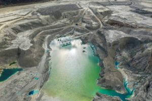 Des sites de stockage d'eaux polluées par l'exploitation de mine de cuivre, à Rancagua, au Chili, le 31 mai 2019 © AFP Martin BERNETTI